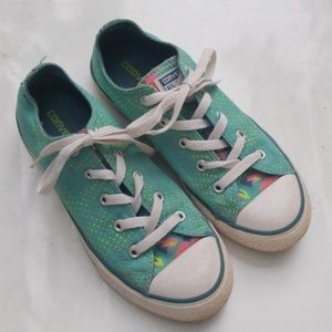 ❤CONVERSE ALL STAR GIRLS SHOES, size 2